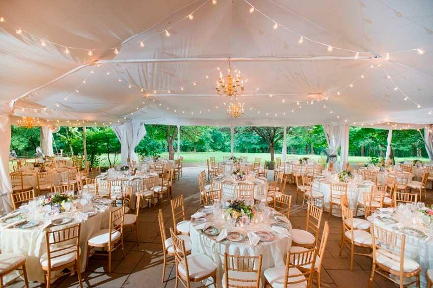 сучасне весілля в шатрі
