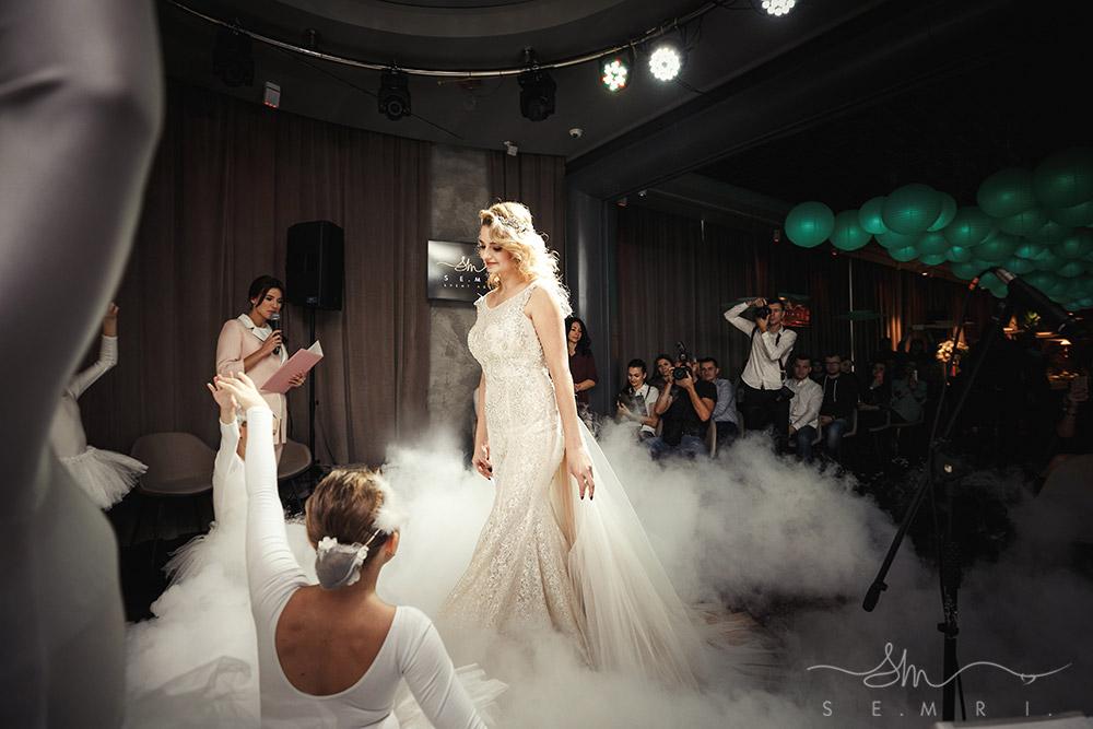 виїзна церемонія у Львові - вихід нареченої