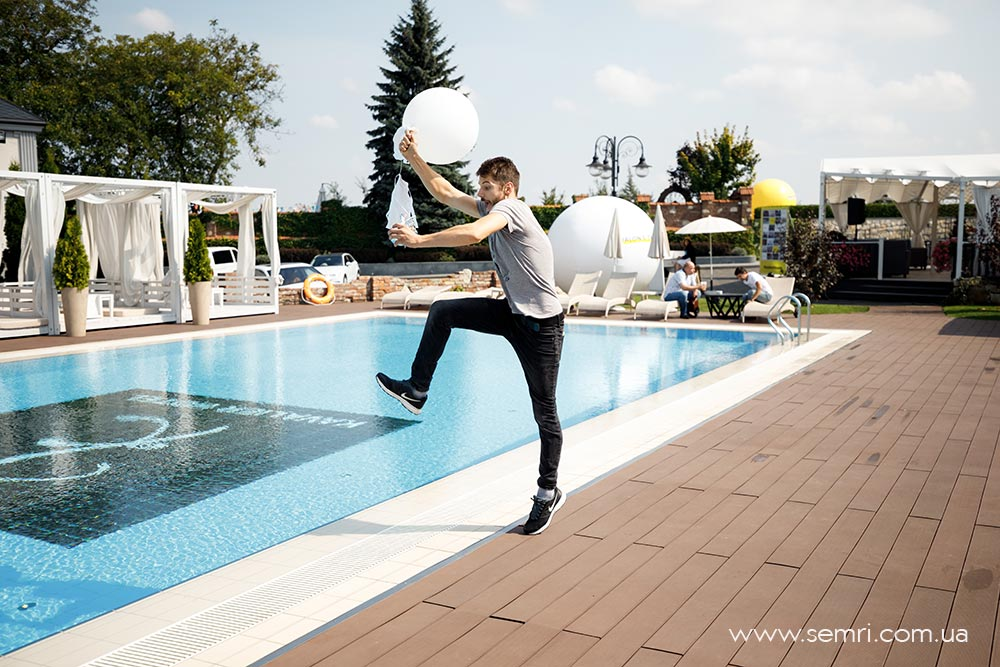 організація свят вечірка біля басейну у Львові