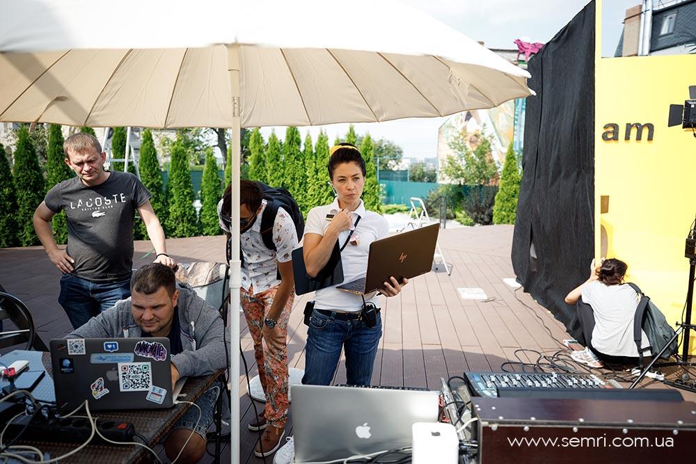 як організувати вечірку біля басейну у Львові