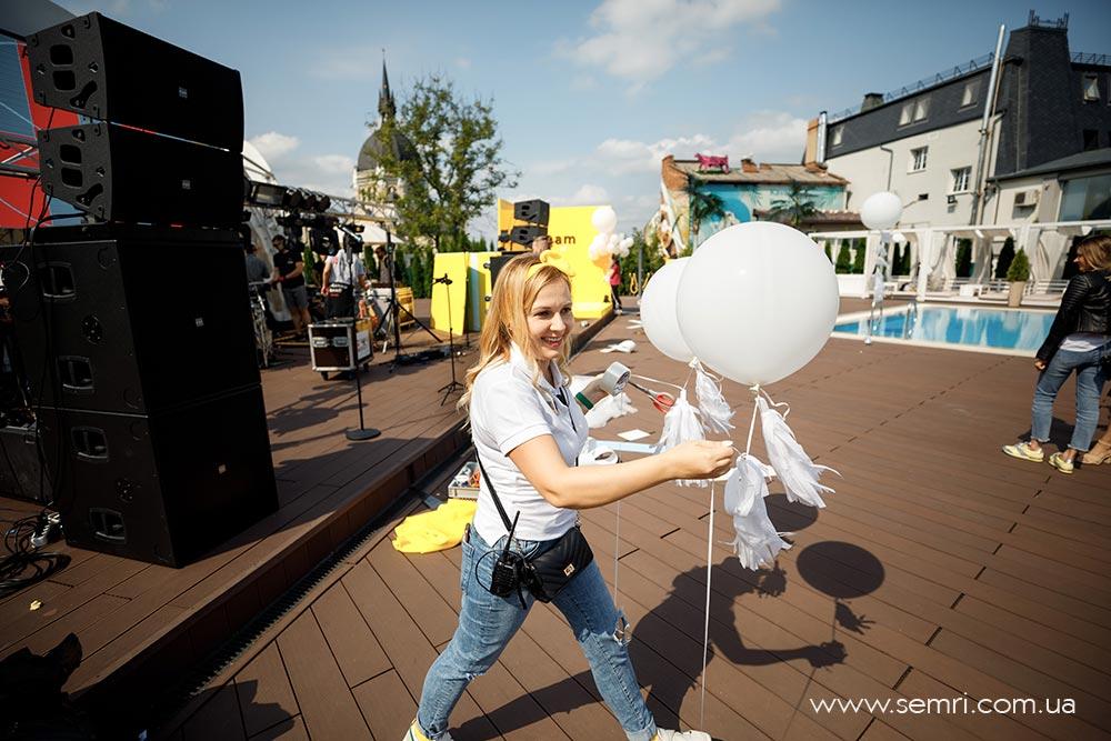 організація і координація івенту вечірка біля басейну у Львові